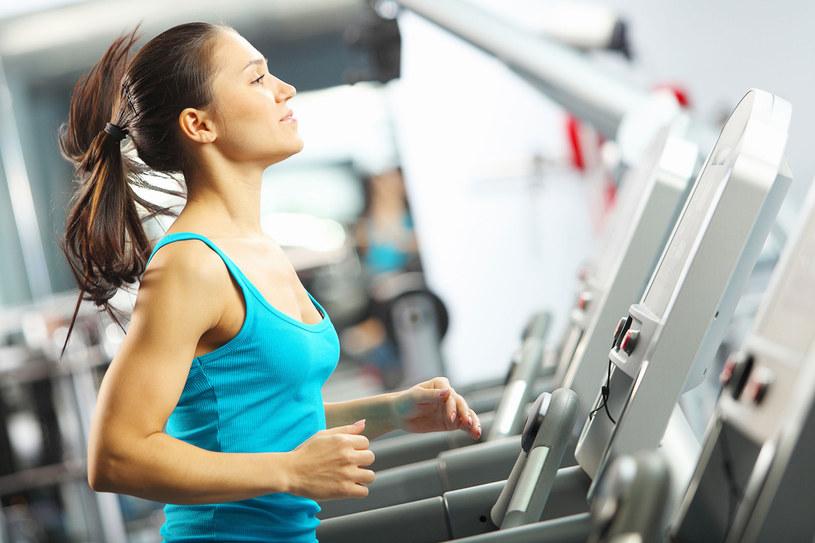 Nie ćwicz na czczo, bo nie będziesz mieć siły. Ale najadanie się przed wysiłkiem też nie jest dobrym pomysłem /©123RF/PICSEL