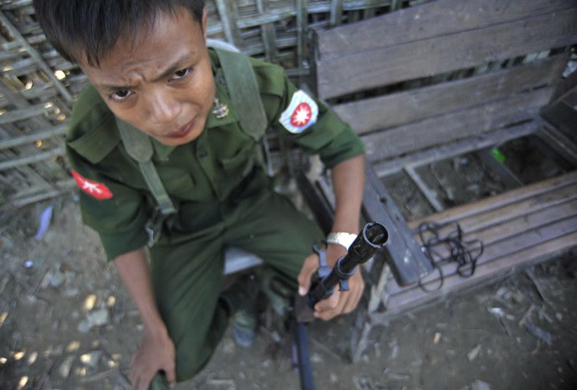 Nie ma danych, jak wielu nieletnich bierze udział w działaniach zbrojnych w Birmie /Getty Images
