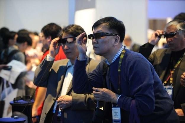 Nie ma jednego standardu okularów 3D - i to jest duży problem /AFP