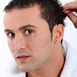 Nie ma pielęgnacji włosów bez peelingu głowy!