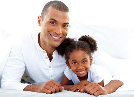 Nie ma uniwersalnego sposobu wypełniania roli taty /© Panthermedia