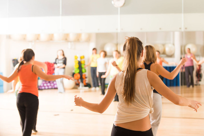Nie martw się, jeśli na pierwszych zajęciach będzie szło źle. Z każdą następną godziną będziesz tańczyć lepiej /©123RF/PICSEL