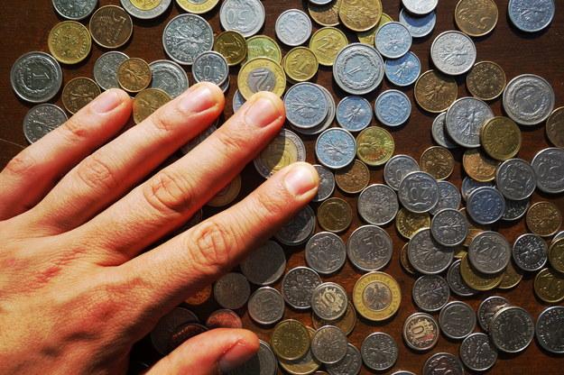 Nie można przesadzać z kolejnymi podwyżkami płacy minimalnej /123RF/PICSEL