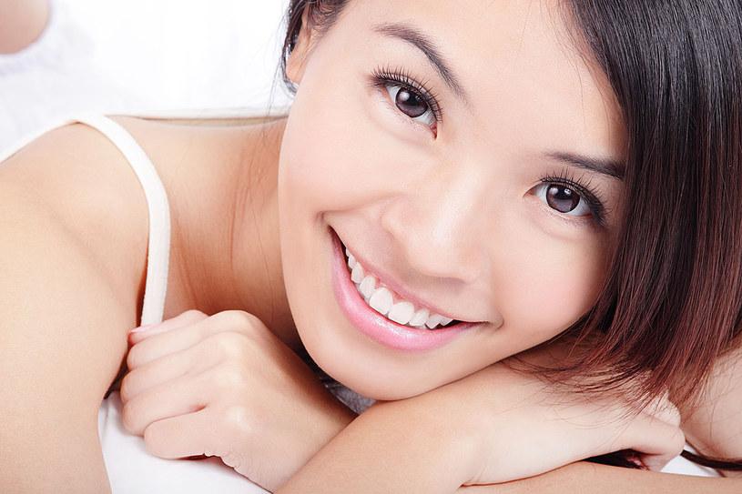 Nie musisz iść do dentysty, by cieszyć się śnieżnobiałym uśmiechem /123RF/PICSEL