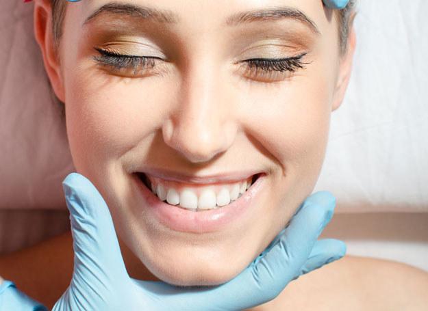 Nie musisz korzystać z pomocy kosmetyczek by wyglądać młodziej /123RF/PICSEL