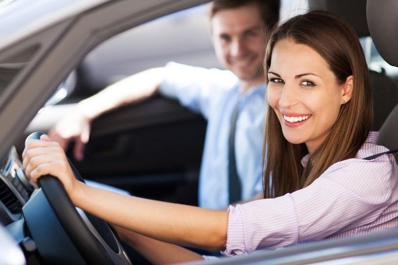 Nie myl jezdni z torem wyścigowy. Jedną z głównych przyczyn wypadków jest po prostu brawurowa jazda /123RF/PICSEL