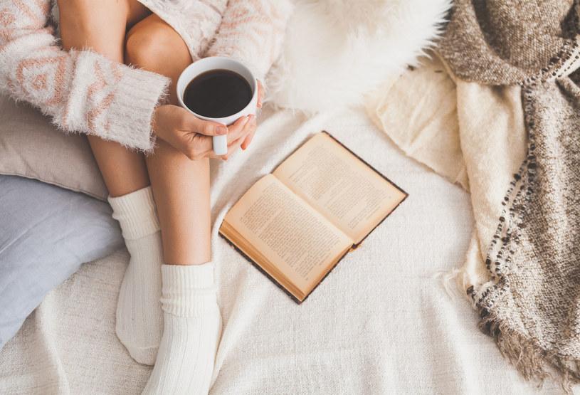 Nie odmawiaj sobie filiżanki kawy. Jej niewielka ilość jest zbawienna dla organizmu /©123RF/PICSEL