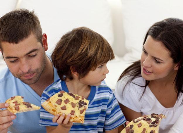 Nie przekarmiaj malucha, nie wmuszaj w niego kilku regularnych obfitych posiłków /© Panthermedia