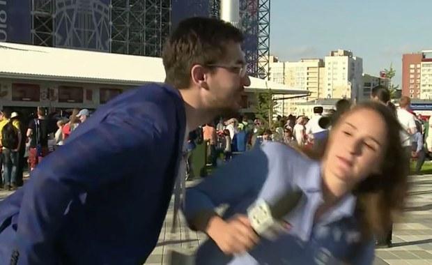 """""""Nie rób tego! Więcej szacunku!"""". Internet zachwycony reakcją reporterki na niechciany pocałunek"""