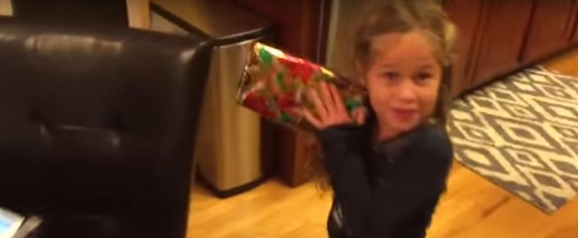 Nie spodziewała się, że tata zrobi jej taki kawał /Scotty B /YouTube