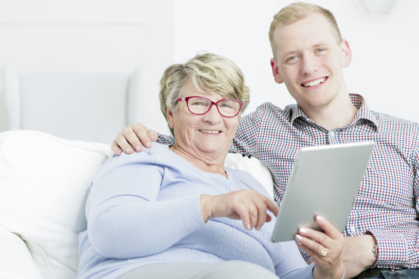 Nie trzeba zostać ekspertem od cyfrowych technologii, żeby być najukochańszą babcią /©123RF/PICSEL