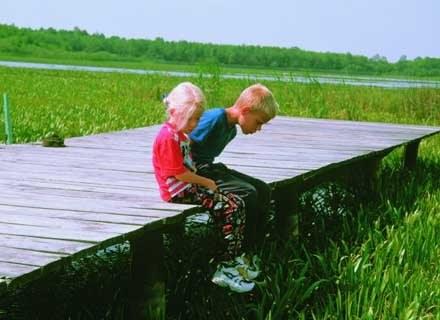 Nie tylko w czasie deszczu dzieci się nudzą /INTERIA.PL