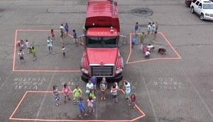 Nie uwierzysz, jak niewiele widzi kierowca ciężarówki