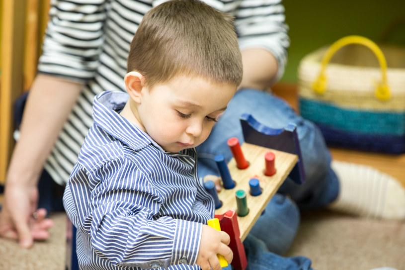 Nie warto przyspieszać czy zmuszać do czegoś, bo na każdą kompetencję natura dziecka ma odpowiedni czas /123RF/PICSEL