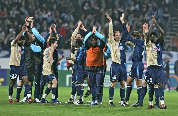Nie wiadomo czy piłkarze OM zagrają w niedzielę w Paryżu /AFP