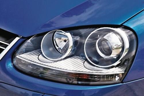 Nie wolno przerabiać samemu reflektorów na soczewkowe. /Motor