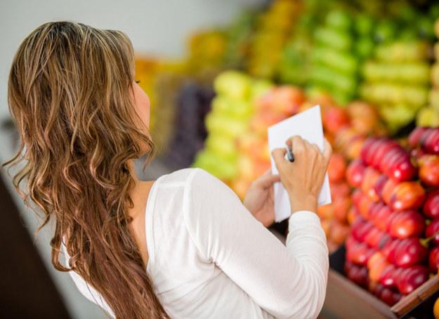 Nie wychodź na zakupy bez listy /123RF/PICSEL