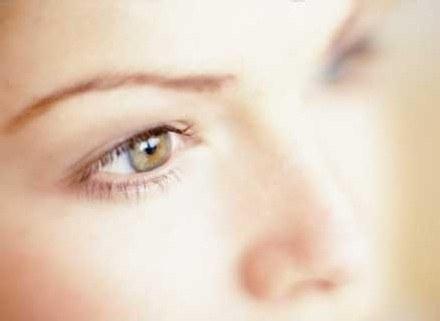 Nie zapominaj o demakijażu oczu /INTERIA.PL