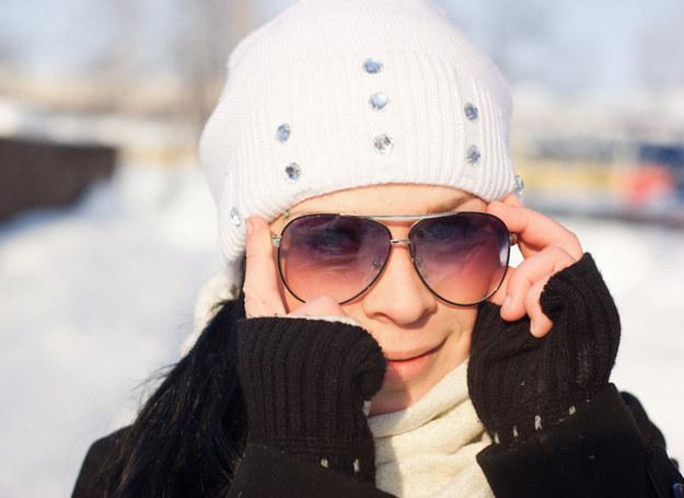 Nie zapomnij wziąćdo torebki okularów! /©123RF/PICSEL