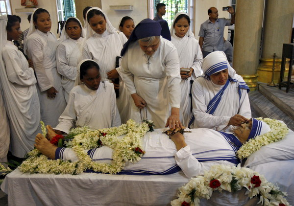 """a biography of mother teresa a roman catholic religious sister and missionary In 2016, mother teresa was canonised by the roman catholic church as saint   after a few months of training, with the sisters of loreto, she was then given   and this led to her starting a new order called """"the missionaries of charity."""