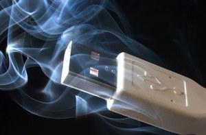 Niebezpieczne e-papierosy i ładowarki USB