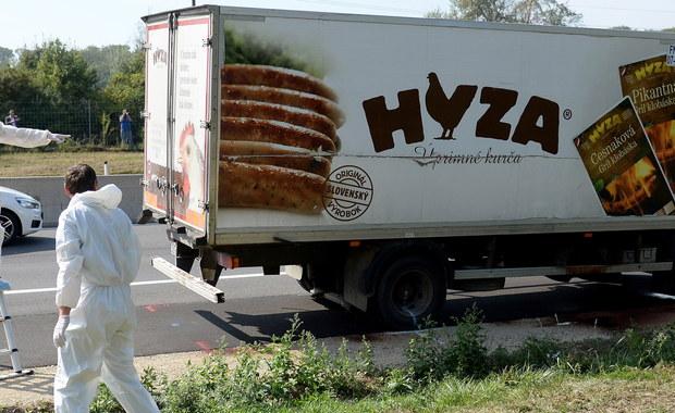 """""""Niech raczej umrą"""". Wyroki ws. śmierci 71 migrantów, którzy udusili się w ciężarówce"""