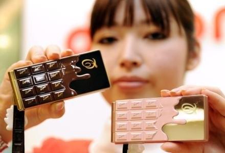 Niecodzienne telefony powinny mieć niecodzienne baterie /AFP
