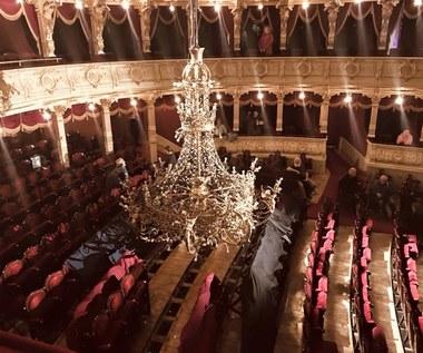 Niecodziennie wydarzenie w Teatrze Słowackiego. Opuszczono 800-kilogramowy żyrandol
