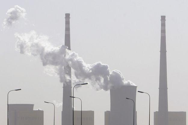Niecodzienny skok hakerów - na CO2 /AFP