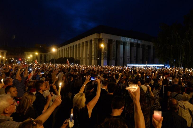 Niedzielny protest pod SN /Jacek Turczyk /PAP