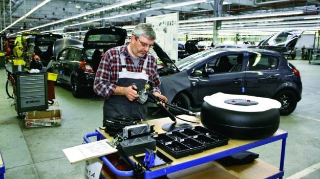 Niektóre podzespoły w samochodach zasilanych autogazem narażone są na szybsze zużycie. Należą do nich m.in. wydech, kable zapłonowe i świece. /Motor