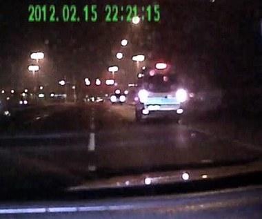 Nielegalne nocne wyścigi policyjnych radiowozów!