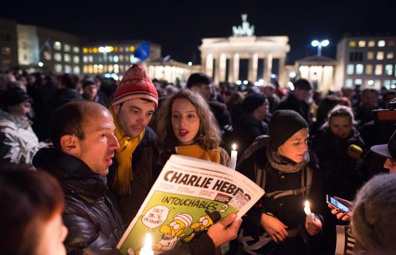 """Niemcy biorący udział w manifestacji Jestem Charlie Hebdo"""" w Berlinie /PAP/EPA"""