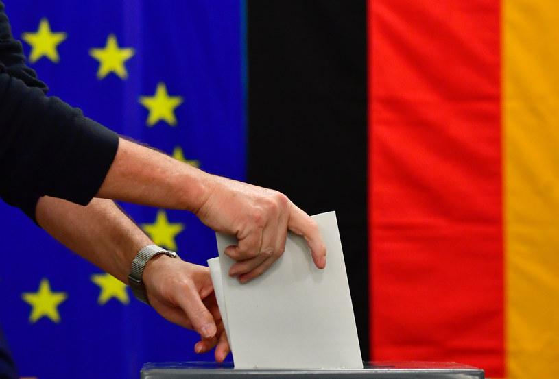 Niemcy mają do wyboru aż 42 partie /TOBIAS SCHWARZ /AFP