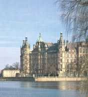 Niemcy, zamek w Swerin /Encyklopedia Internautica