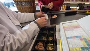 Niemcy: Zasiłek dla bezrobotnych z kasy w supermarkecie