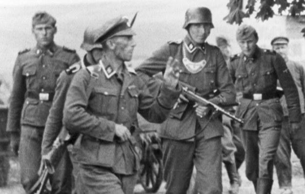 Niemieccy żandarmi w czasie II wojny światowej (zdjęcie ilustracyjne) /Z archiwum Narodowego Archiwum Cyfrowego