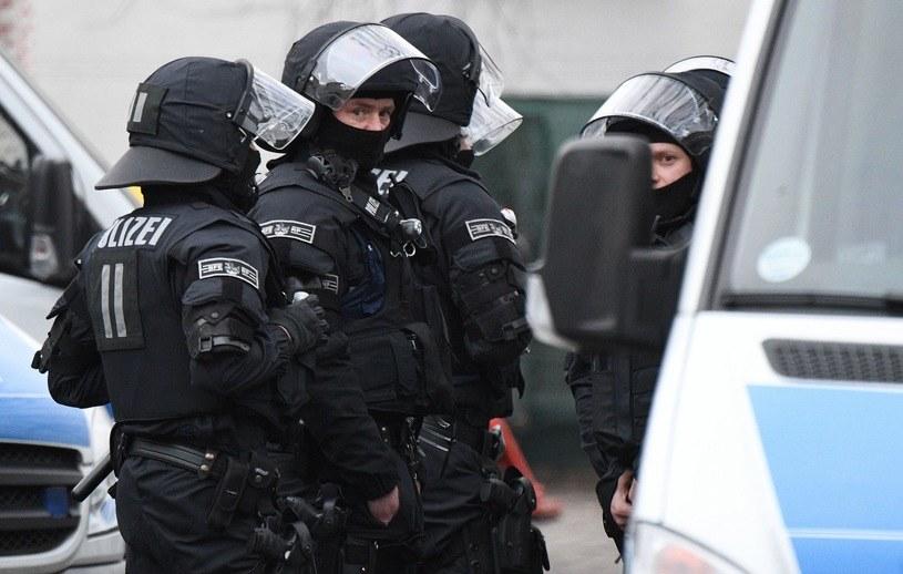 Niemiecka policja podczas obławy /AFP
