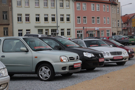 Niemiecki komis samochodowy przy granicy z Polską /INTERIA.PL