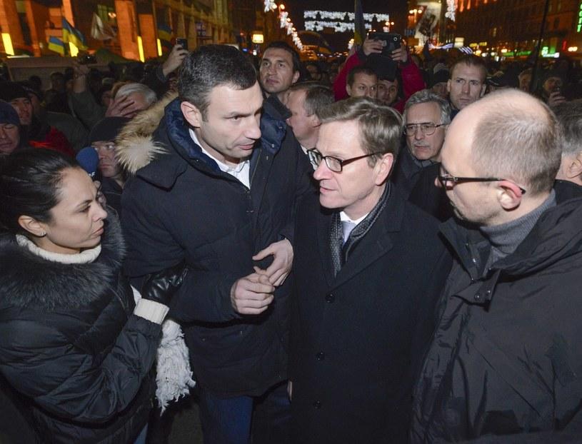 Niemiecki minister spraw zagranicznych Guido Westerwelle i liderzy opozycji /PAP/EPA