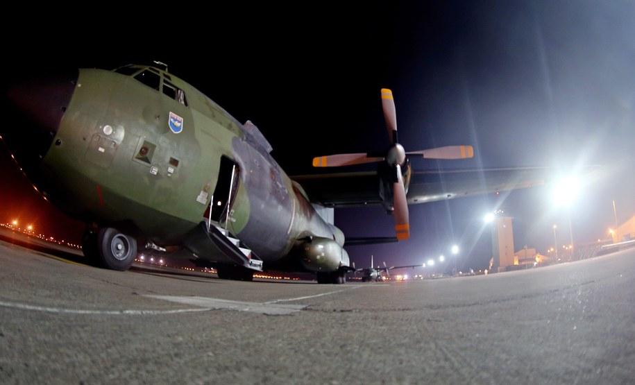 Niemiecki samolot wojskowy na terenie bazy w Adana w Turcji /Axel Heimken /PAP/EPA