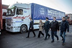 Niemieckie ciężarówki wciąż czekają na odprawę