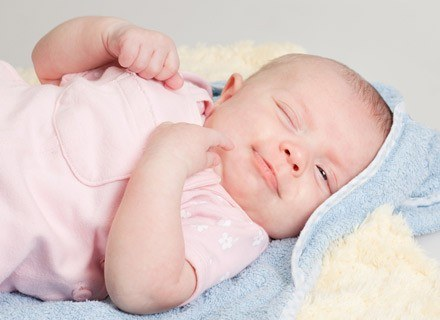 Niemowlaki głównie śpią, z przerwami na karmienie i budzenie rodziców /© Panthermedia
