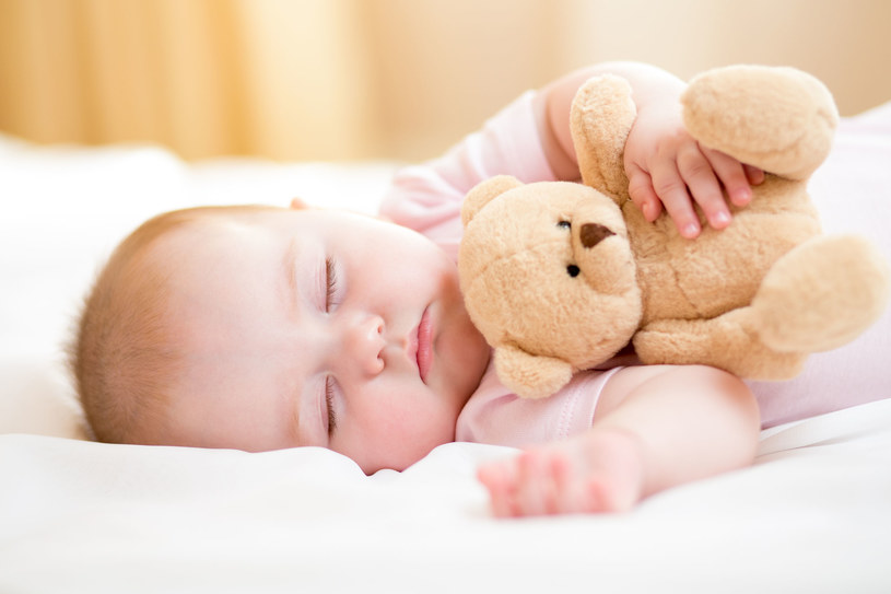 Niemowlaki po czwartym miesiącu życia mogą spać w swoim pokoju /123RF/PICSEL
