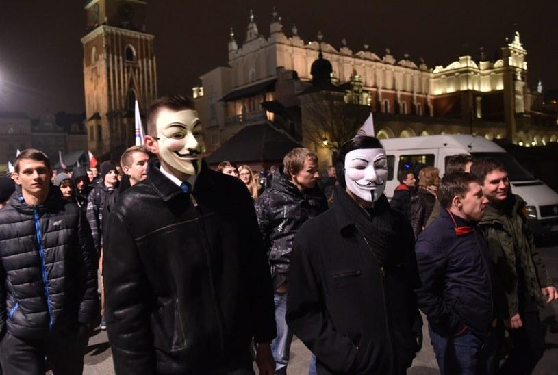 Niepartyjny protest przeciw fałszerstwom wyborczym i nieudolności PKW w Krakowie /Jacek Bednarczyk /PAP