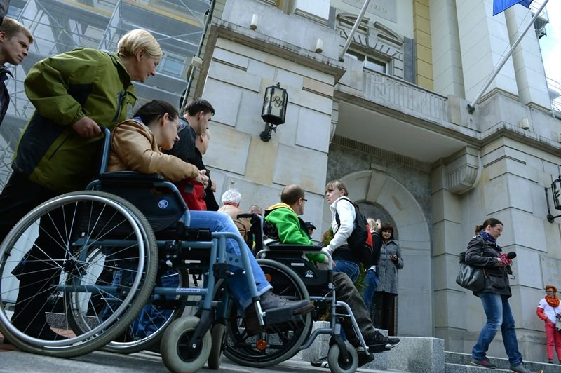 Niepełnosprawi od dziś mogą pracować krócej - nie konieczności zaświadczeń od lekarza /Jacek Turczyk /PAP