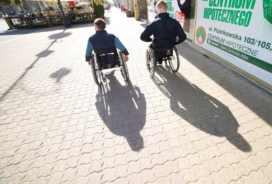Niepełnosprawni na wózkach /Grzegorz Michałowski /PAP