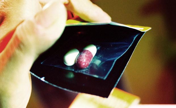 Niepokojące dane: Co siódme dziecko w Polsce sięgnęło po narkotyki