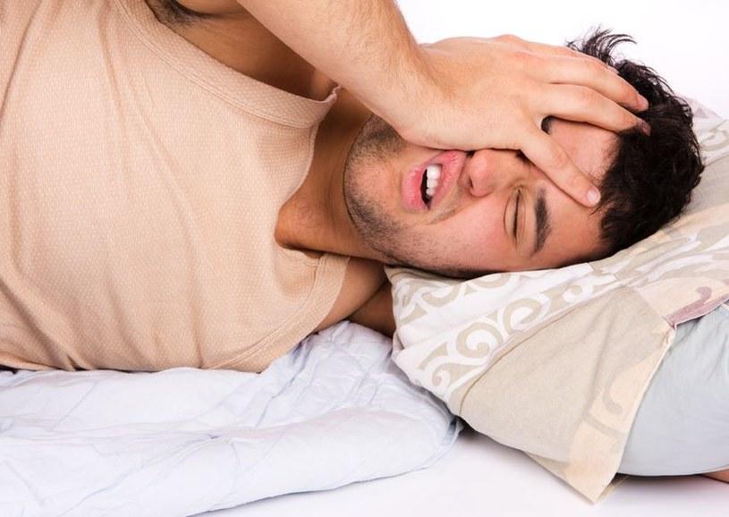 Nieregularny sen jest niezdrowy. Może zwiększać ryzyko nowotworów /©123RF/PICSEL