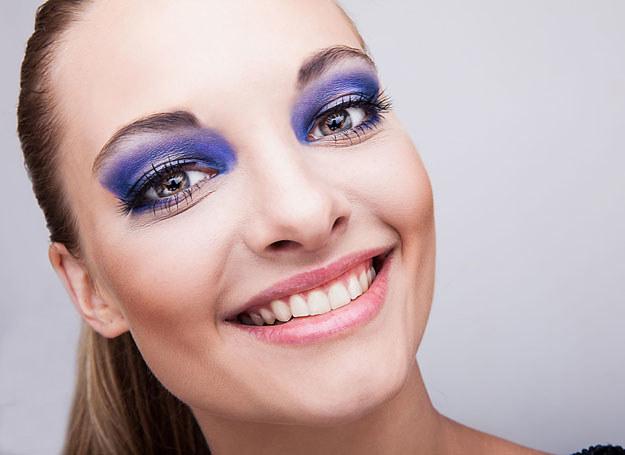 Niestety źle wykonany makijaż, może uwydatnić mankamenty urody /123RF/PICSEL